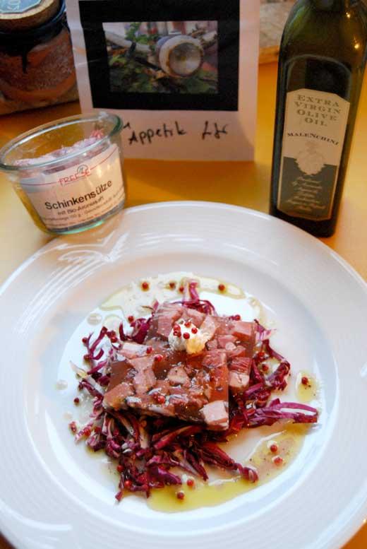 Schinken-Aronia-Sülze auf Radicchio-Salat