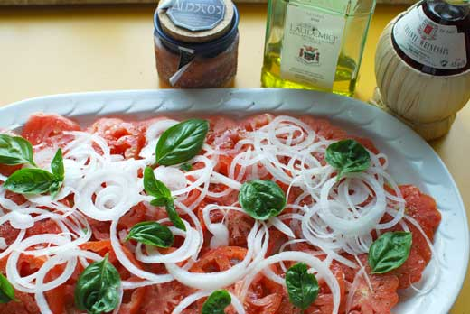 Ochsenherztomate oder Cuore di bue, fertiger Salat