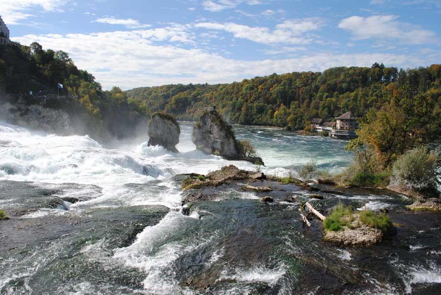 Der Rheinfall von oben, mit Blick auf Schlössli Worth