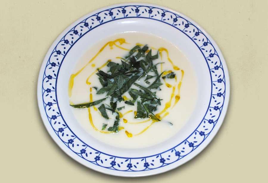 Selleriesuppe mit Oliven-Limonenöl