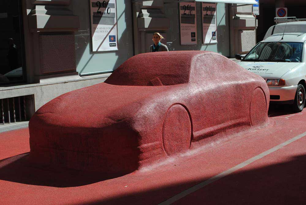 Porscheskulptur, oder doch Frau Lot?