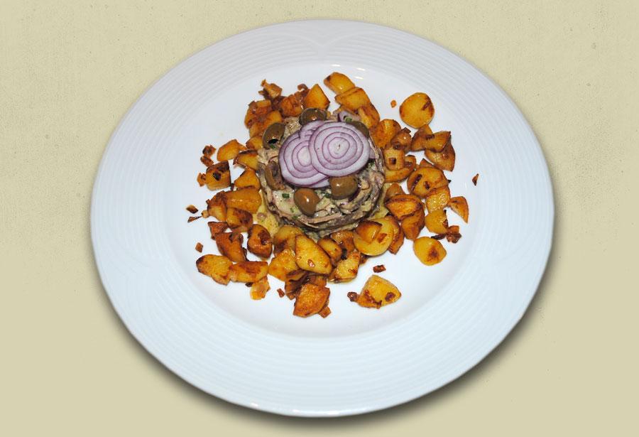 Rindfleischsalat mit Röstkartoffeln