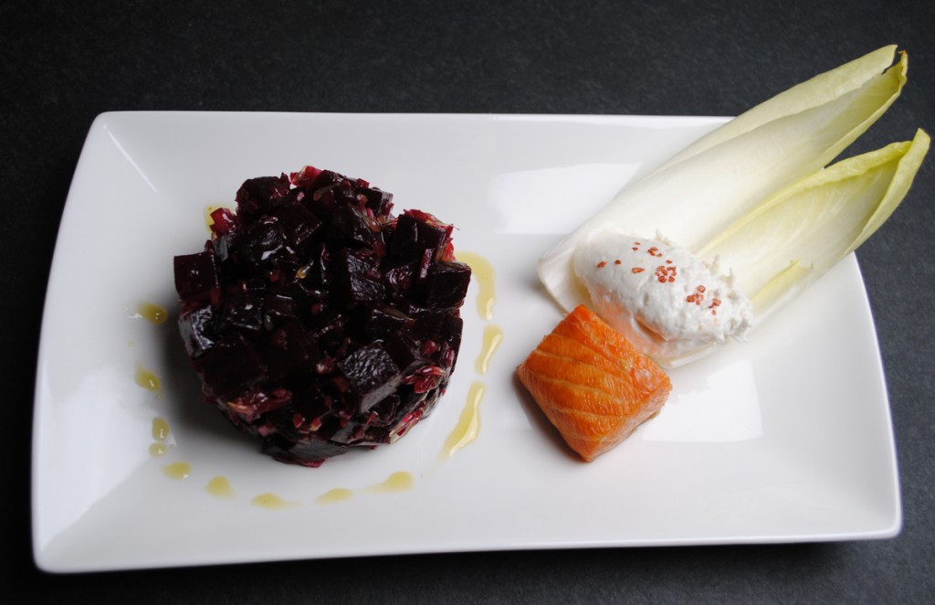 Rote-Bete-Salat mit Räucherlachs und Ziegenmeerrettichfrischkäse