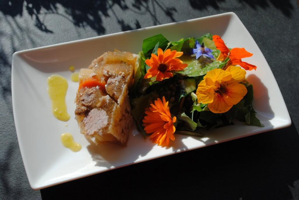 Sauerfleisch mit Wildkräutersalat