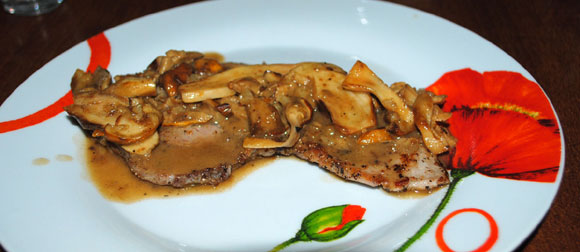 Scaloppine mit Steinpilen in Weißweinsauce