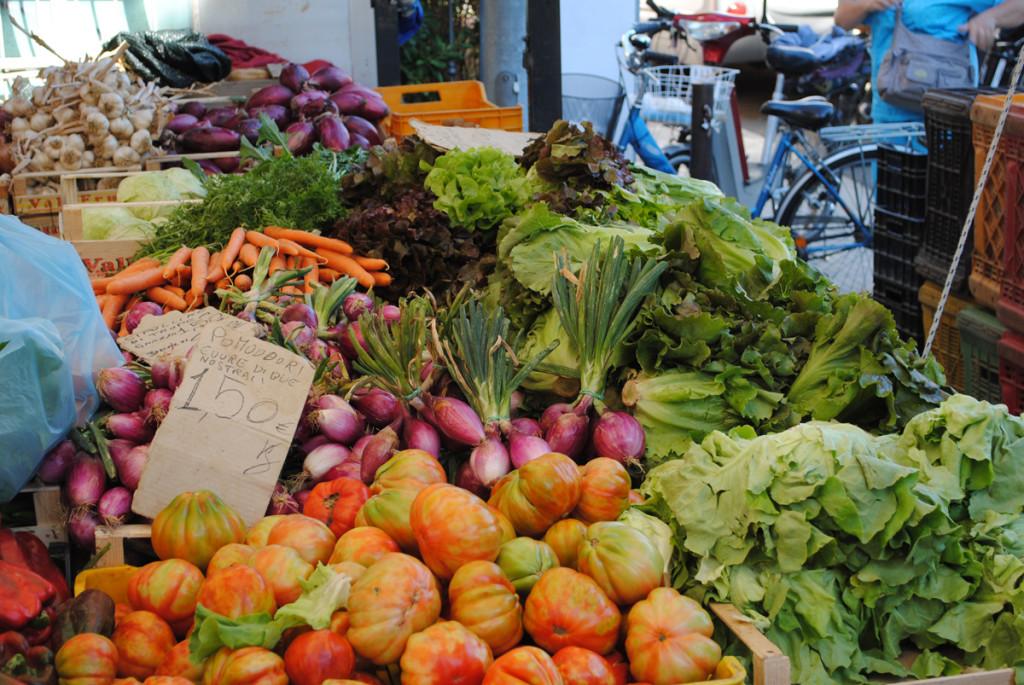 Markt in Cecina, Gemüsestand
