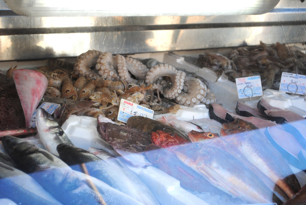 Fischtheke mit Pulpo