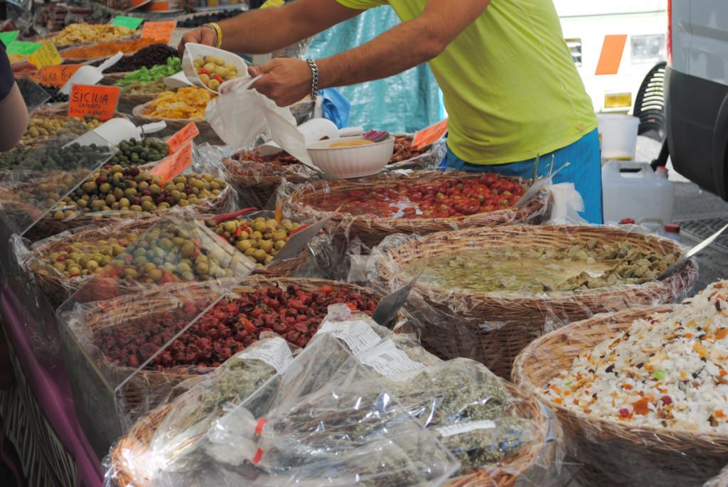 Oliven, Trockenfrüchte und Antipasti