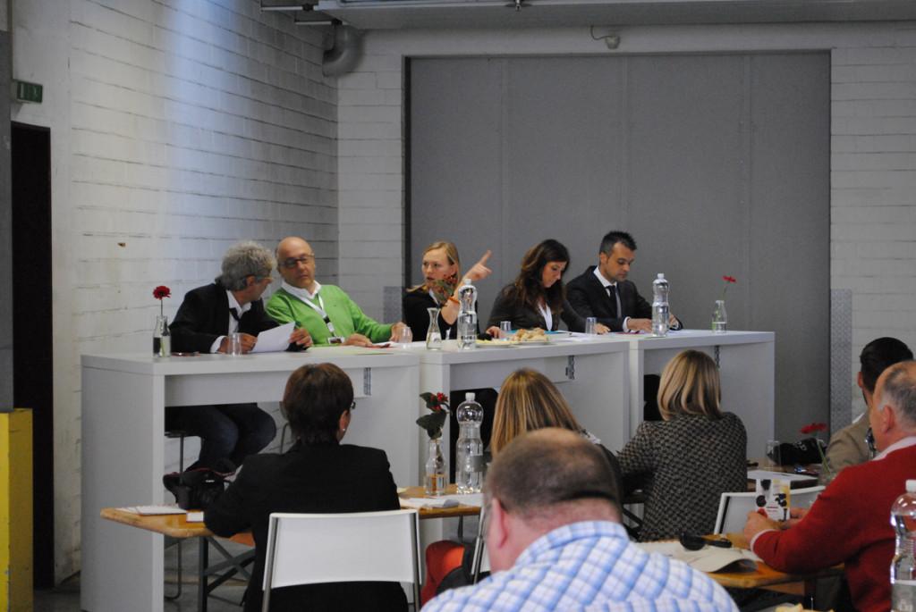 Von links: Franco Boeri-Roi (Roi), Giuseppe Ursini (Ursini), Janna Kühne (Einkauf Viani) Loredana Nunzelle (Sales-Managerin Podere Forte) und Alessandro Fois (Accademia Olearia).